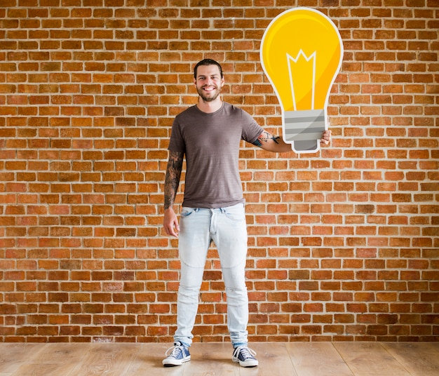 Mann mit einer glühlampe-symbol