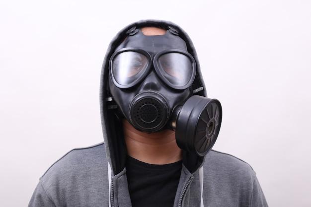 Mann mit gasmaske in weißem hintergrund isoliert Premium Fotos