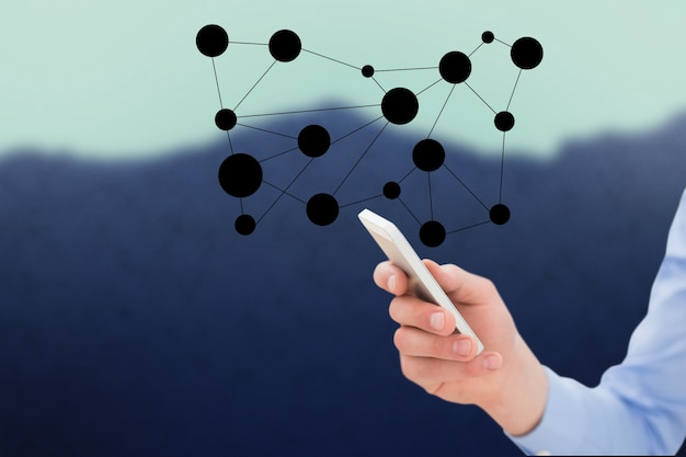 Mann mit seinem handy in der netzwerkverbindung
