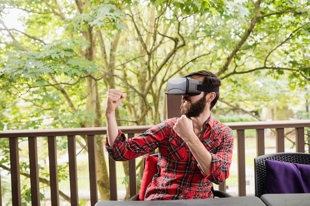 Mann mit virtual-reality-headset
