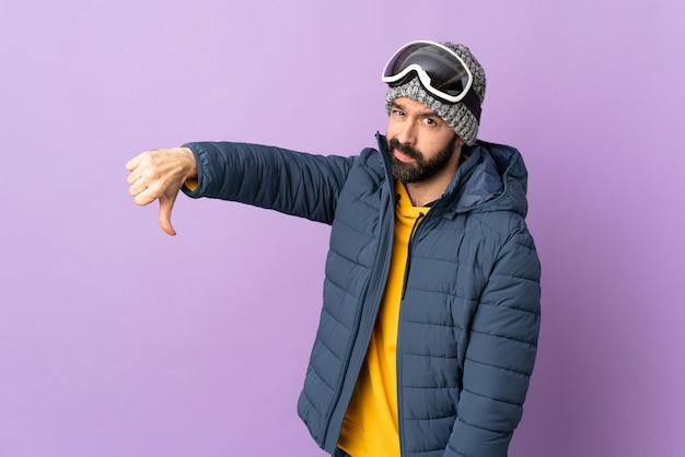 Mann mit wintermütze
