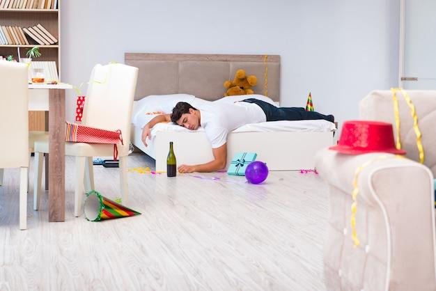 Mann nach schwerem weihnachten zu hause partying