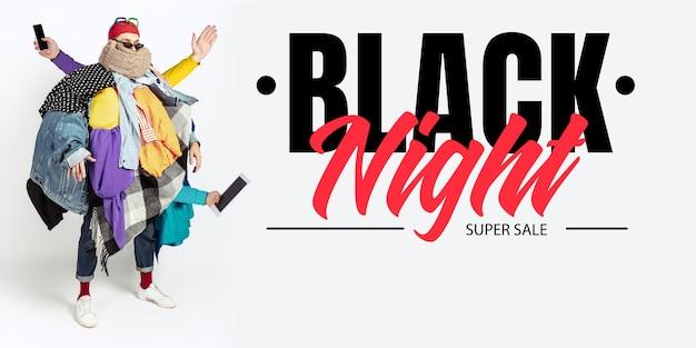 Mann süchtig nach verkauf und kleidung, schwarze nacht, verkaufskonzept
