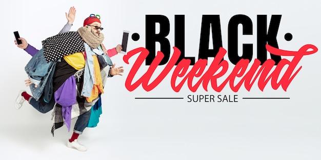 Mann süchtig nach verkauf und kleidung, schwarzes wochenende, verkaufskonzept
