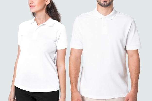 Mann und frau in einfachen weißen poloshirts bekleidung studioshooting