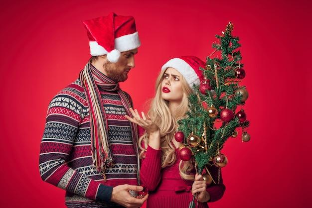 Mann und frau spaß familienurlaub romantik weihnachten