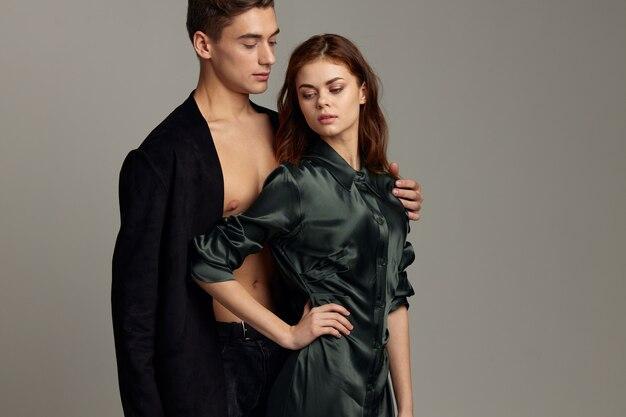 Mann und frau umarmen leidenschaft romantik schönheitsmodelle