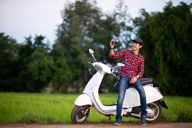 Mann und weiße motorräder bilder für ihr unternehmen