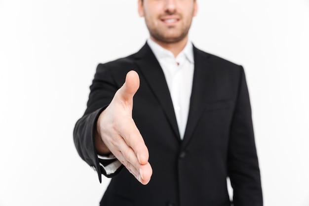 Mann winkt mit der hand