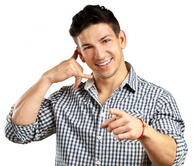 Mann zeigt mit dem finger
