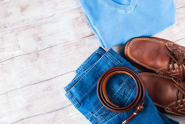 Mannes kleidung lifestyle schuhe flach zu legen