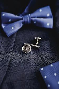 Manschettenknöpfe für luxusmode für männer. zubehör für smoking, schmetterling, krawatte, taschentuch