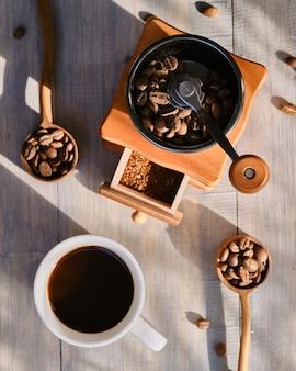 Manueller schwarzer kaffee am morgen