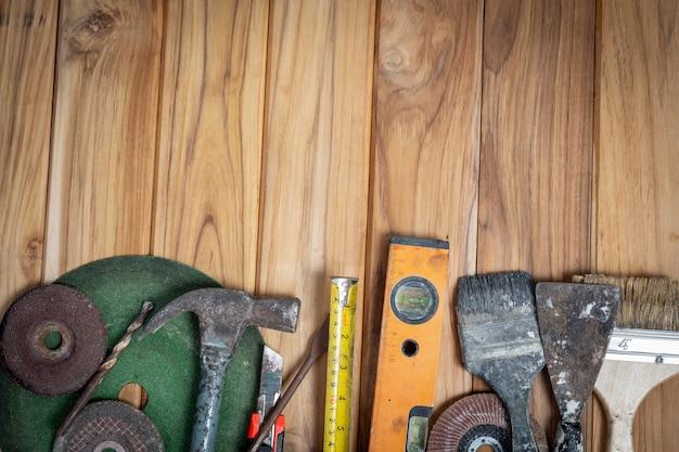 Manueller werkzeugsatz, eingestellt auf bretterboden.