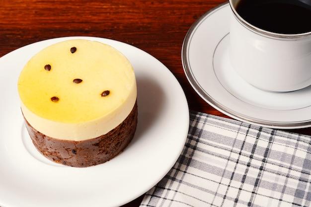 Maracujas kuchen und kaffee