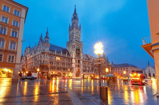 Marienplatz in der nacht in münchen