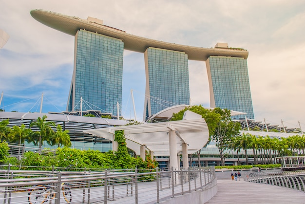 Marina bay sands: luxushotel und lifestyle-reiseziel in singapur