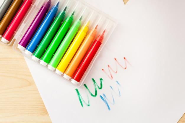 Marker, schreiben und färben, hände, zeichnen, mehrfarbig, hintergrund