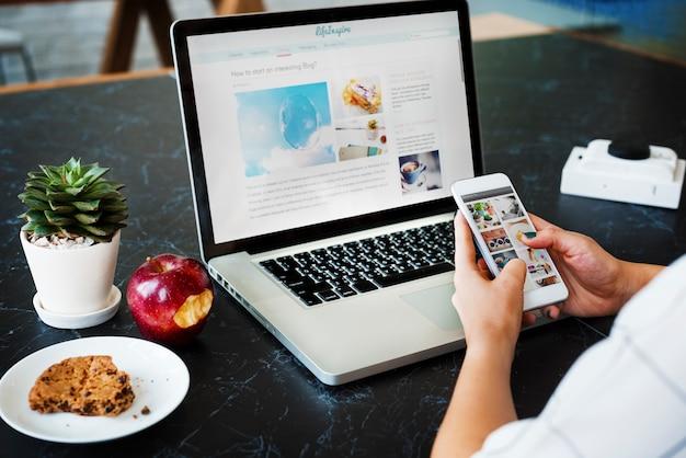 Marketingstrategie, die digitalgerät-konzept anschließt