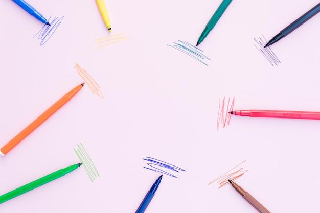 Markierungsstifte, die nahe anschlägen liegen