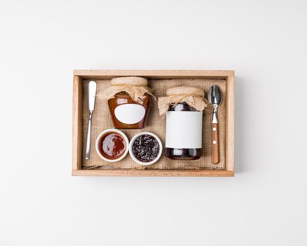 Marmeladenverpackungssortiment auf weiß