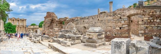 Marmorstraße ruinen in der antiken ephesus-stadt in der türkei