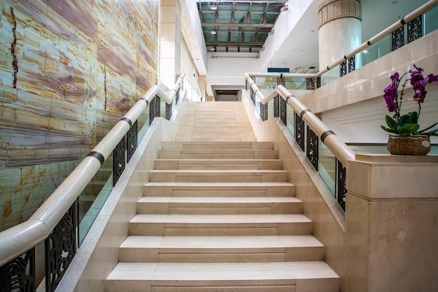 Marmortreppen in moderner architektur