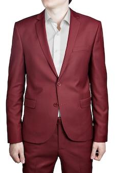 Maroon farbe abschlussballanzug für männer, lokalisiert auf weißem hintergrund.