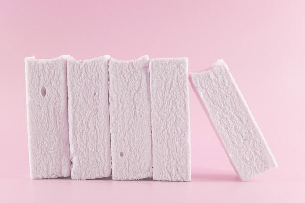 Marshmallows auf pink