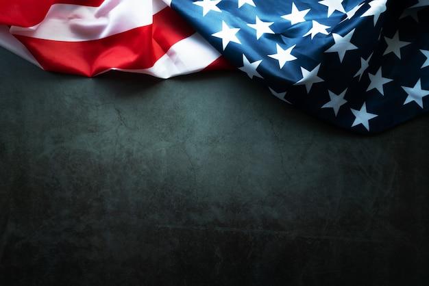 Martin luther king day anniversary - amerikanische flagge auf abstraktem hintergrund