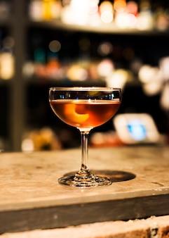 Martini-drink in einem nachtclub