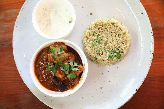 Masala-curry, indisches essen mit biryani-reis