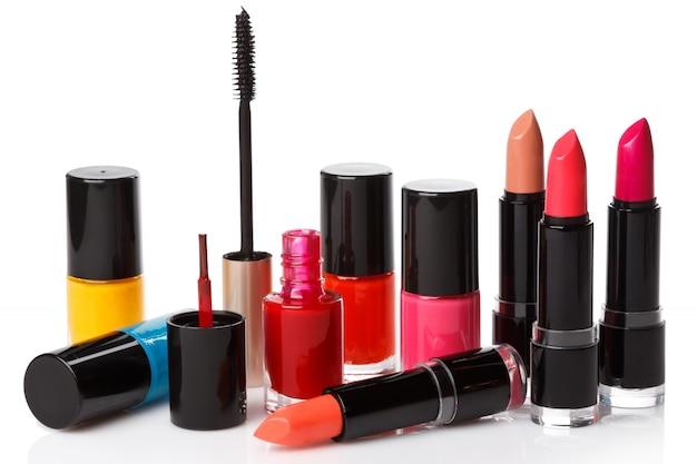 Mascara, nagellack und lippenstift