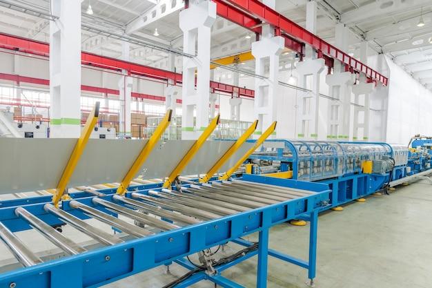 Maschine zur herstellung von metallteilen für kühlschränke