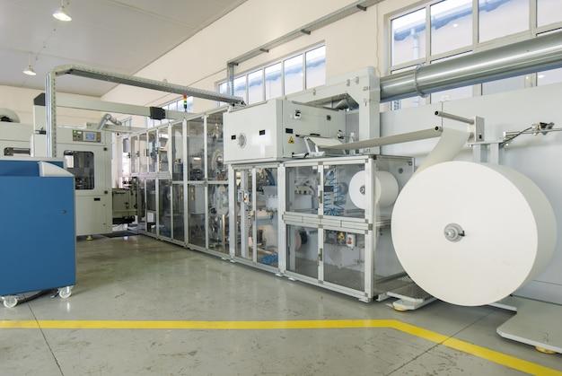 Maschinen und geräte in der verpackungswerkstatt
