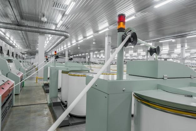 Maschinen und geräte in der werkstatt für die herstellung von garn industrielle textilfabrik
