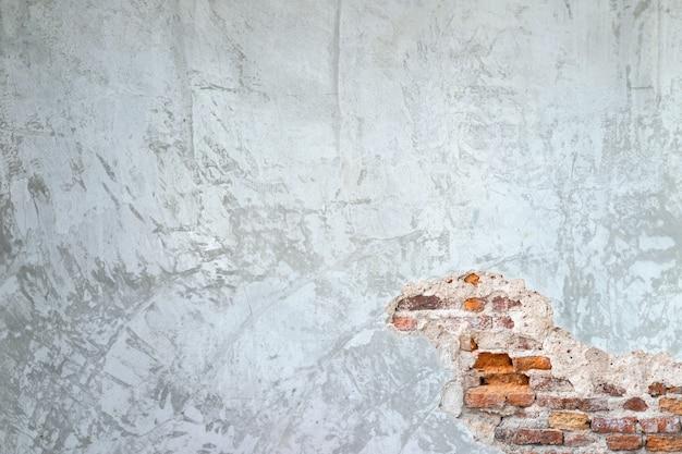 Masern sie hintergrund von zementwänden und von alten ziegelsteinsprüngen in der wand
