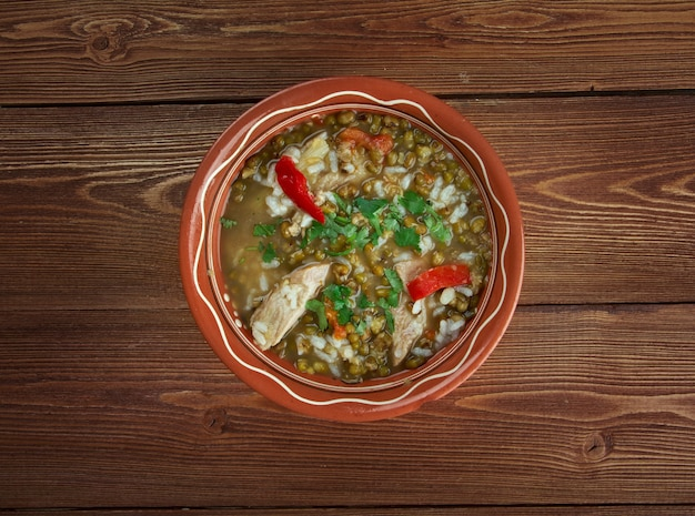 Mashhurda - usbekische suppe mit moong dal