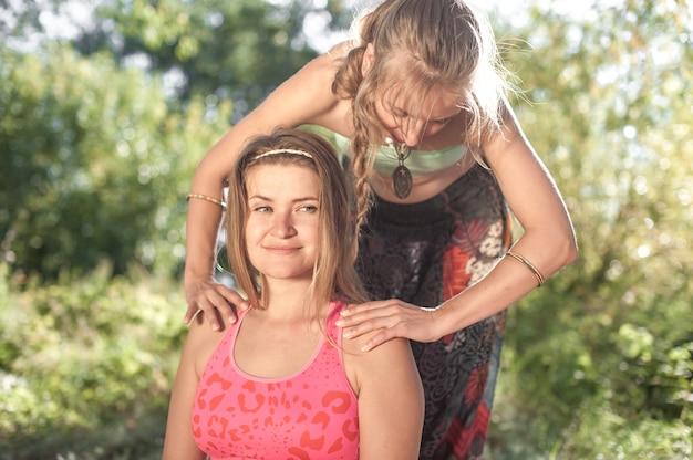 Massage auf die problembereiche des körpers zur gewichtsreduktion und körperkorrektur.