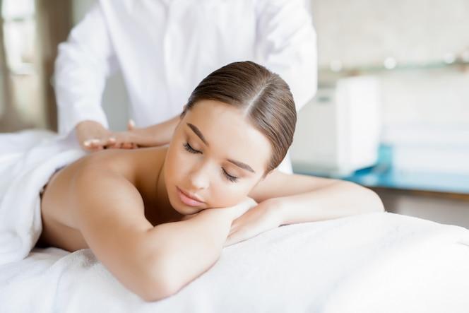 Massage des körpers