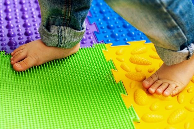 Massage und orthopädische matte, teppich für kinder. frühe entwicklung, orthopädie