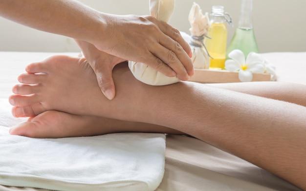 Massageball zu fuß und kräutertherapie