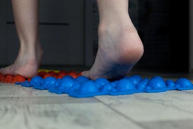Massagematte für füße, prävention von plattfüßen, zehen, orthopädie.
