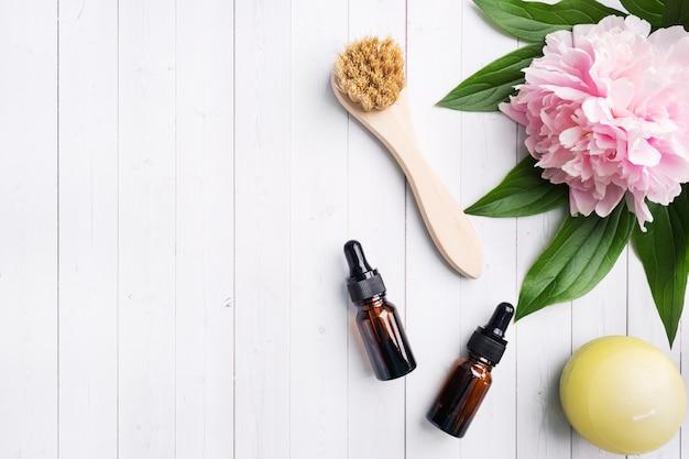 Massagepinsel, kosmetiköl und seife