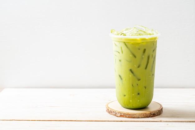 Matcha latte grüner eistee