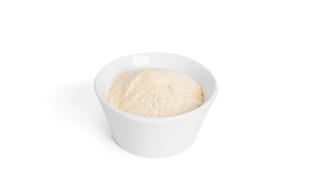 Matcha-tee in pulverform isoliert.