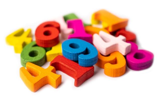 Mathe nummer bunte hölzerne bildungsstudie mathematik lernen lehren konzept