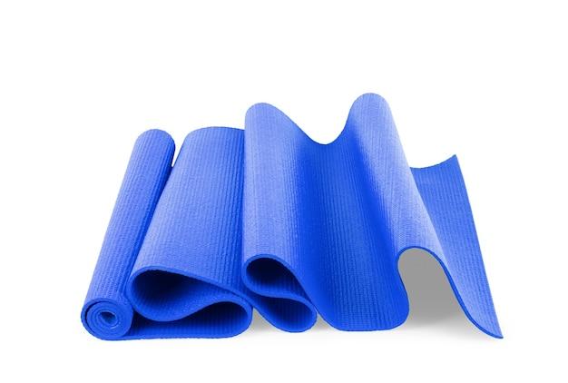 Matte für sport, yoga, pilates auf weißem hintergrund