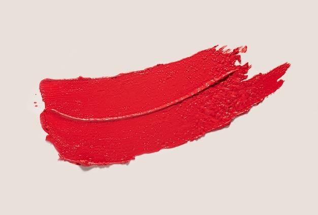 Matte textur des lippenstifts verschmierte grauen isolierten hintergrund