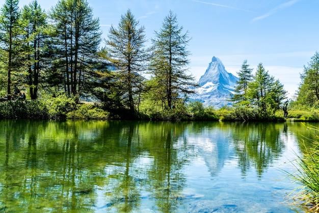 Matterhorn mit grindjisee see in zermatt